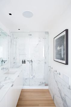 A hotel bathroom is not inferior to a private bathroom with marble floors, walls or marble bathroom Wood Floor Bathroom, Small Bathroom, Bathroom Marble, Bathroom Colors, Concrete Bathroom, White Bathrooms, Luxury Bathrooms, Master Bathrooms, Modern Bathroom