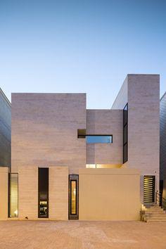 Street House,© Nelson Garrido