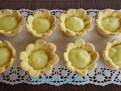 Le margherite alla crema ricetta semplice sono dei cestini, facilissimi da preparare, a forma di margherite fatte di un impasto simile a...