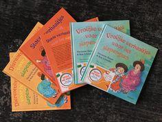 Een kinderzwerfboek met een sticker op de kaft. Ze zijn niet van 1 kind, maar van alle kinderen. Je geeft de boeken door. De afgelopen jaren zijn er al meer dan een miljoen boeken op een spannend avontuur gestuurd. Zo kunnen alle kinderen genieten van een goed boek!