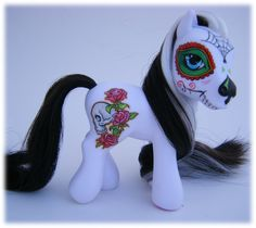 My little pony Día de los Muertos. This was a project for Halloween 2009 which couldn't be realised until now due to my block. My Little Pony, Little Poney, La Danse Macabre, Mexican Folk Art, Day Of The Dead, Skull Art, Cool Art, Geek Stuff, Artsy