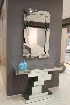 Qualcosa in più di una semplice consolle. Vieni a scoprire tutti i modelli - www.mobilisparaco.it  #interiordesign #mirror #consolle #ingresso #design #chic
