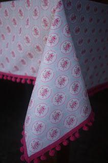 Mantel Flores con bolitas de Madroño