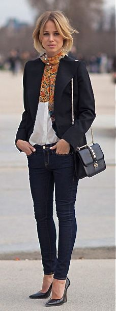 Dark blue denim skinnies, white blouse, scarf, basic stilettos <3 perfection