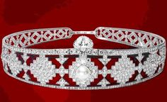 Doris Duke Tiara: Created by Cartier. Doris Duke's mother purchased this headband tiara set with diamonds and pearls. Royal Crowns, Tiaras And Crowns, Art Deco Jewelry, Vintage Jewelry, Invisible Crown, Gilded Age, Circlet, Royal Jewelry, Queen
