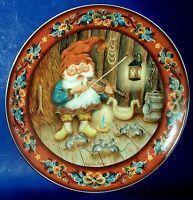 Norwegian Julestemning Spirit of Christmas Plate18 Fiddling Nisse Suzanne Toftey