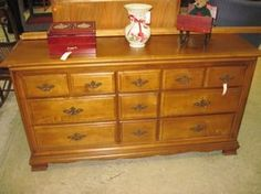 Early American Maple Triple Dresser W Mirror Mirror Not Shown