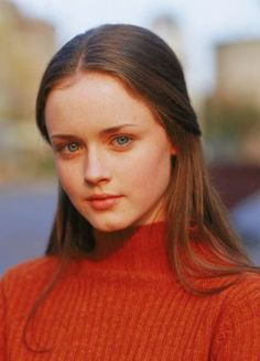 Alexis Bledel as Rory Gilmore from The Gilmore Girls Rory Gilmore Style, Lorelai Gilmore, Rory Gilmore Hair, Alexis Bledel, Pretty People, Beautiful People, Lauren Graham, Film Serie, Girl Crushes