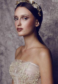MANTIS for MAKEUP TRENDY DECEMBER 2015photo Anna Zyskowskamodels Anna Szol Kasia Lendodesigner Małgorzata Motasmua/styl/hair RYSENA Agata Dobosz