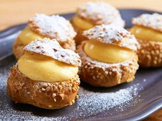 食通のためのグルメメディアdressing「たけだかおる」の記事「家でプロ並の「シュークリーム」がつくれる!洋菓子研究家が教える、シュー生地がふっくら膨らむ秘伝レシピ」です。