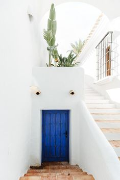 Jessica Bataille is an interior designer based in Javea, Spain with a mix of authentic Mediterranean style and a chic Dutch aesthetic. Moraira, Ibiza, Mediterranean Style, Home Projects, Javea Spain, Architecture Design, Sweet Home, Exterior, Interior Design