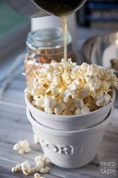 Honey Butter Popcorn // The kids will flip over this delicious popcorn recipe! You only need five ingredients - and I can almost guarantee you have everything on hand already. Plus, theres no microwave involved - say goodbye to yucky chemicals! Healthy Snacks To Make, Yummy Snacks, Snack Recipes, Cooking Recipes, Yummy Food, Popsicle Recipes, Lunch Snacks, Healthy Food, Popcorn Snacks