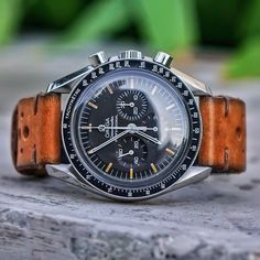 speedytuesday 1996 Sapphire Sandwich 🍔🍟 speedypro speedmaster omega is part of Mens fashion watches - Moonwatch Omega, Silver Pocket Watch, Swiss Army Watches, Seiko Watches, Luxury Watches For Men, Beautiful Watches, Automatic Watch, Vintage Watches, Cool Watches