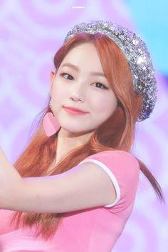 Kpop Girl Groups, Korean Girl Groups, Kpop Girls, Beautiful People, Beautiful Women, Jellyfish Entertainment, Sistar, Pop Group, Asian Fashion