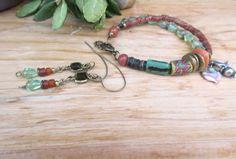 Une parure bracelet et boucles d'oreille boho tribale : Doux Murmures !!!!! par annemarietollet sur Etsy https://www.etsy.com/be-fr/listing/495516730/une-parure-bracelet-et-boucles-doreille
