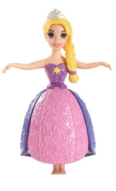 Make a royal splash at bathtime with Petal Float Princess dolls! This adorable Rapunzel doll wears a beautiful petal skirt that expands in water and allows her to float! For added splash-time fun, twi