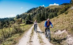 #Bloggerin Kathi unterwegs am #E-Bike © Katharina Kamleitner/watchmesee.com Travel Advice, Viajes