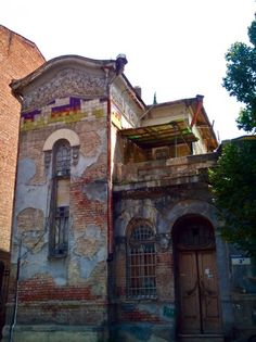 The decay of  Kartvelishvili house in Tbilisi, just one of the examples that are threatened of getting lost.