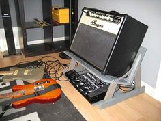 guitar amplifiers diy how to build \ guitar amplifiers diy _ guitar amplifiers diy how to build Guitar Storage, Guitar Display, Home Music Rooms, Music Studio Room, Guitar Hanger, Guitar Rack, Music Guitar, Cool Guitar, Guitar Amp Stand