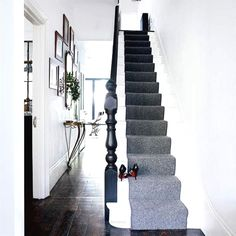 hallway A grey stair runner adds a sophisticated touch to this minimal white hallway. Photograph by Paul MasseyA grey stair runner adds a sophisticated touch to this minimal white hallway. Photograph by Paul Massey Modern Hallway Furniture, Contemporary Hallway, Black Banister, Black Staircase, Victorian Hallway, Edwardian Staircase, Flur Design, Hallway Inspiration, Hallway Designs