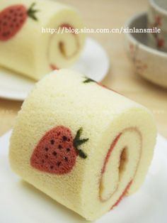 Painted strawberry chiffon cake roll Sponge Cake Roll, Sponge Cake Recipes, Recipe For Chiffon Cake, Japanese Roll Cake, Japanese Pastries, Chinese Cake, Painted Cakes, Buttercream Cake, No Bake Cake