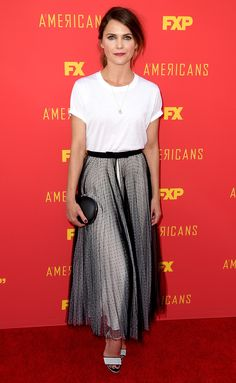Keri Russell in a white T-shirt dress with black sheer tulle skirt on top, black clutch and white sandals at the For Your Consideration red carpet event for FX's The Americans. Penelope Cruz, Best Celebrity Dresses, Celebrity Style, Cozy Fashion, Star Fashion, White Tshirt Outfit, Shirt Dress, Keri Russell Style, T Shirt Branca