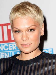 We love Jessie J's paired down beauty look