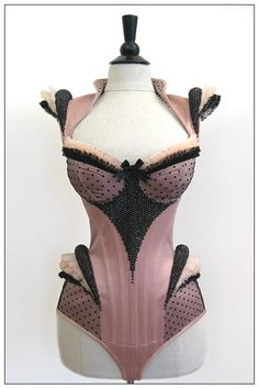 As a lover of lingerie I sometimes come across pictures of amazing (newly produced) corsets. This ultimate piece of lingerie, so full of his. Lingerie Xxl, Corset Sexy, Black Corset, Pink Corset, Sexy Korsett, Wedding Underwear, Look Retro, Mode Vintage, Costume Design