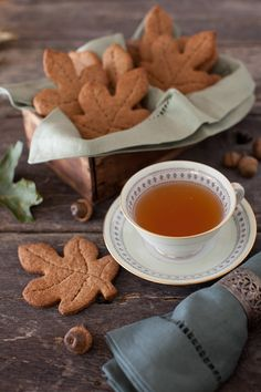 Tea and biscuits or cookies, central heating for happy tums Autumn Tea, Autumn Cozy, Autumn Fall, Autumn Make Up, Graham Cookies, Cookies Decorados, Leaf Cookies, Fall Cookies, Café Chocolate