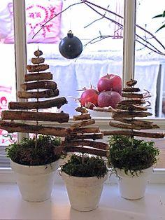 Swedish Christmas, Woodland Christmas, Christmas 2014, Country Christmas, Outdoor Christmas Decorations, Diy Christmas Ornaments, Christmas Wreaths, Holiday Decor, Natal Country