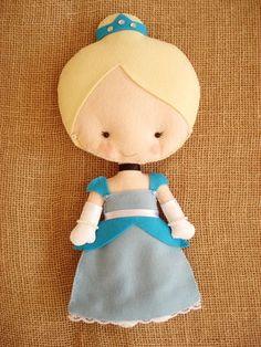 Boneca de Feltro Cinderela, tamanho 30cm ideal para decoração de festa
