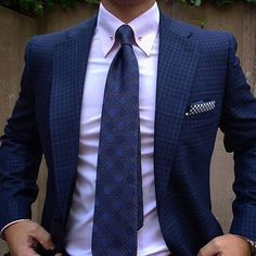 Men's business suits - Ties 101 What Every Gentleman Should Know About Ties – Men's business suits Gents Fashion, Mens Fashion Blog, Mens Fashion Suits, Mens Suits, Fashion Trends, Dapper Gentleman, Gentleman Style, Pin Collar Shirt, Suit Shirts