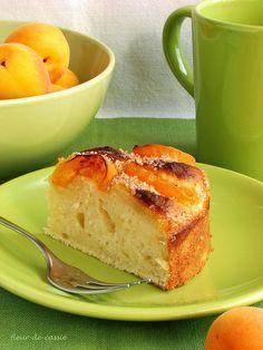 Впрочем, этот пирог может быть с чем угодно - вместо абрикосов можно взять персики, нектарины, груши или сливы, или даже яблоки, то есть печь его можно в любое время…
