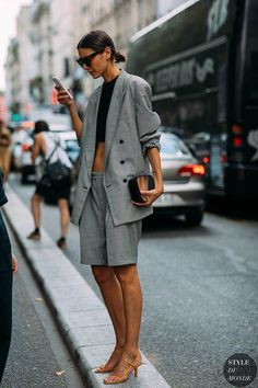 Oversized blazer / street style fashion / Fashion week #fashionweek #fashion #womensfashion #streetstyle #ootd #blazer #style / Pinterest: @fromluxewithlove