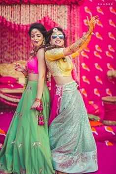 Best wedding Planners/Vendors in Delhi, Noida, Mumbai, Bangalore, India That's bride and her maid of honour! Mehendi Photography, Indian Wedding Photography Poses, Bride Photography, Bridal Poses, Bridal Photoshoot, Wedding Poses, Photoshoot Ideas, Sister Wedding Pictures, Bridesmaid Pictures