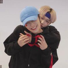 Cute Boys, Cute Babies, Felix Stray Kids, Drive Me Crazy, Chubby Cheeks, Happy Pills, Korean Group, Bff Goals, Lee Know