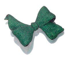 Green Garnet Bow Brooch by M.D Valle! #Brooch #Jewelry #Garnet