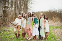 Boho, themed shoot, senior pose, senior girl, group pose, alicia mae photography, alicia mae seniors