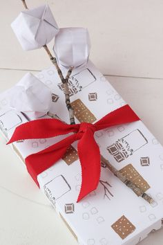 Holiday wrapping paper printables - The House That Lars Built