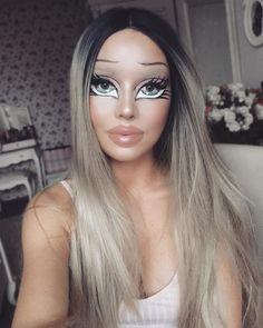 **is scared but also impressed** Makeup Clown, Bratz Doll Makeup, Creepy Halloween Makeup, Halloween Looks, Costume Makeup, Cartoon Makeup, Halloween Halloween, Barbie Make-up, Maske Halloween