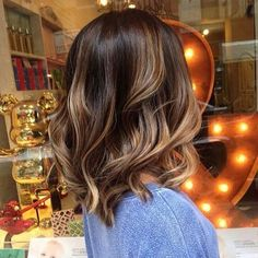 Balayage Ideas for Short Hair - Brown Balayage Wavy Lob - Tips, Tricks, And Ideas for Balayage Hairstyles You Can Do At Home And For Short And Very Short Hair. DIY Balayage Hair Styles That Cost Way Less. Try The Pixie Balayage Hairdo For Blonde Or Dark B Ombré Hair, Hair Dos, Blonde Hair, Frizzy Hair, Winter Hairstyles, Pretty Hairstyles, Hairstyle Ideas, Hairstyles 2018, Latest Hairstyles