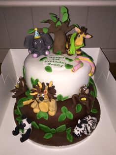Lion, panda, giraffe with monkeys on a cake x