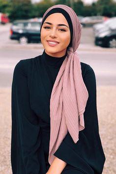 Pleated Chiffon Kerchief – myslady Source by myaslady dress hijab Modern Hijab Fashion, Muslim Fashion, Look Fashion, Hijab Fashion Summer, Islamic Fashion, Fashion Hair, 70s Fashion, Fashion Styles, Fashion Dresses