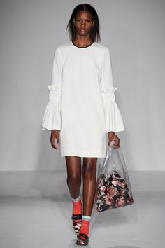 Mother of Pearl Fall 2016 Ready-to-Wear Fashion Show  Diversity on this Mother of Pearly catwalk was actually pretty weak overall  http://www.theclosetfeminist.ca/  http://www.vogue.com/fashion-shows/fall-2016-ready-to-wear/mother-of-pearl/slideshow/collection#20