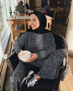 Hijab styles 41095415335728357 - 🧡🥀🍁🌥🌞🍃 co ord set is from 💛 Source by virkamel Islamic Fashion, Muslim Fashion, Modest Fashion, Fashion Outfits, Hijab Fashionista, Casual Hijab Outfit, Hijab Chic, Hijab Fashion Inspiration, Mode Inspiration
