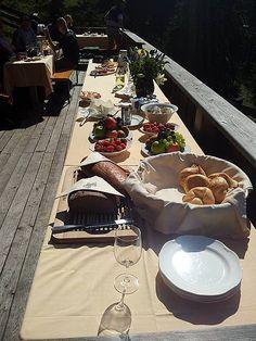 Hotel Post****superior  Lermoos- Frühstück auf der Jagdhütte