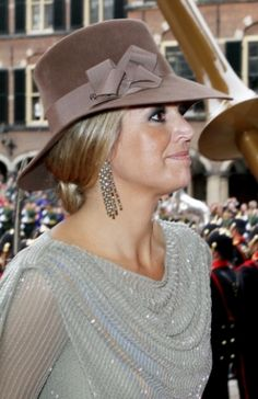 She's so very pretty, always smiling and looks terrific with a hat on! Check out juul'sweddingsinspiration for more gorgeous pins! Queen Of Netherlands, Royal Dutch, Royals, Estilo Real, Royal Look, Dutch Royalty, Love Hat, Queen Maxima, Royal Fashion