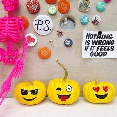 + =  #psimadethis Halloween Emoji, Baby Halloween, Halloween Pumpkins, Haloween Ideas, Diy Crafts Love, Fall Crafts, Favorite Holiday, Holiday Fun, Holiday Treats
