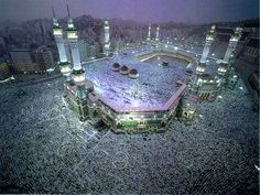 Muslims must have been very familiar with the Holy Land of Mecca, a city which not only sanctified by man, but by God. Allah has made Mecca a haram soil since Masjid Al Haram, Mekkah, Islamic Images, Islamic Art, Islamic Wallpaper, Hd Wallpaper, Grand Mosque, Islamic Architecture, Aerial View