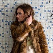 KATE MOSS – BRIT IMPRESSION  - ANITY I www.anity.hu Kate Moss, Ready To Wear, Fur Coat, Tees, How To Wear, Outfits, Fashion, Moda, T Shirts
